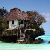 restaurant-on-a-cliff-on-the-east-coast-of-zanzibar